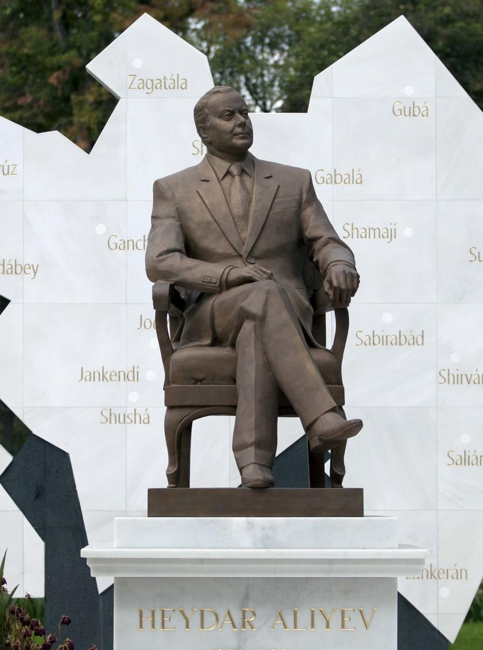 Mexico City Removes Aliyev Statue