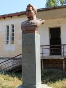 Statue of Air Marshal Armenag Khudiakov