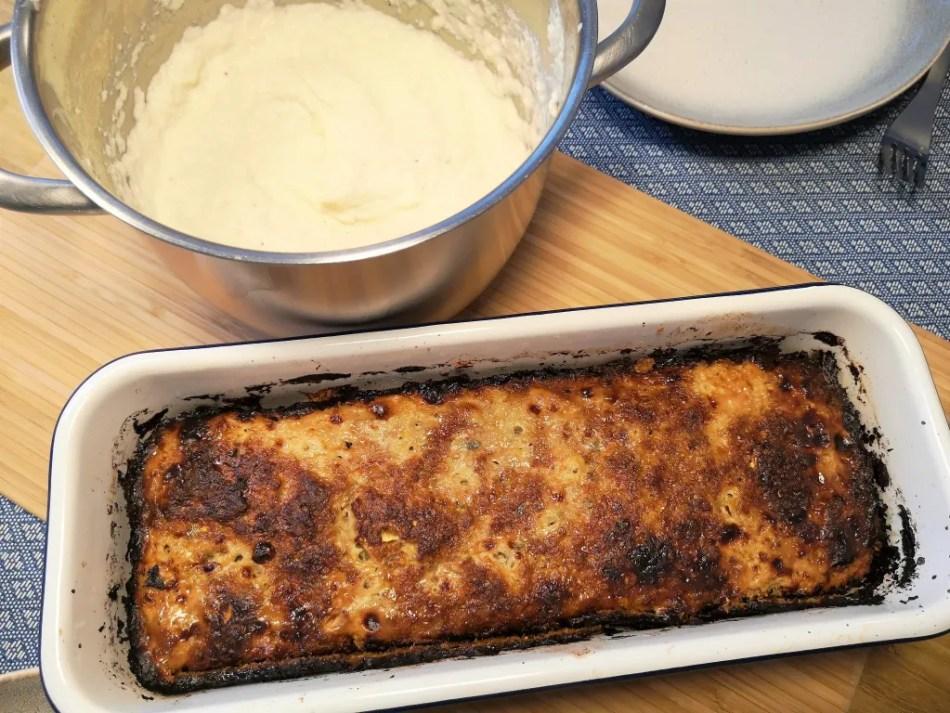 Eine tolle Keto-Kombi: Karfiolpüree und Zucchini-Faschierter-Braten