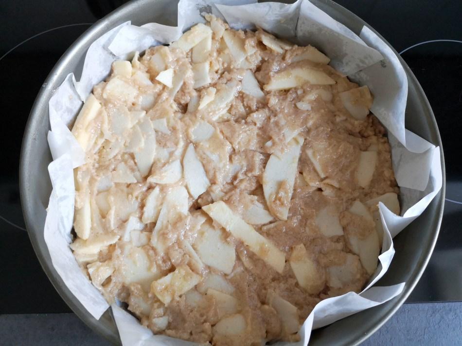 Jetzt muss der italienische Apfelkuchen noch für 40-45min gebacken werden.