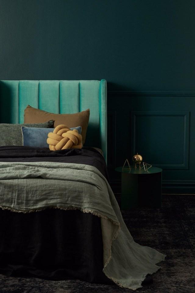 10 Stunning Emerald Green Bedroom Designs Master Bedroom Ideas