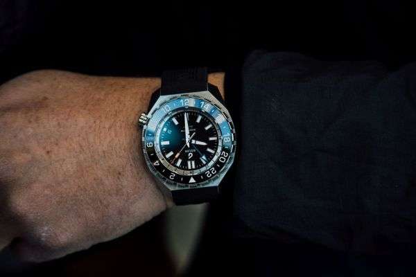 BOLDR Globetrotter watch