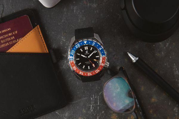 BOLDR Globetrotter GMT watch Pepsi bezel