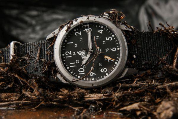 BOLDR Venture Field Watch