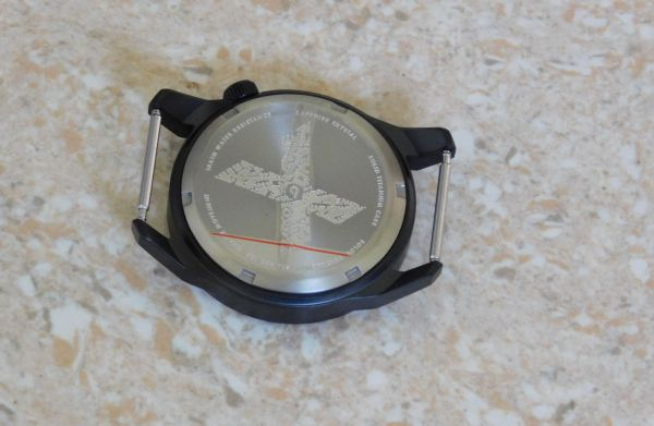 Hands on Review: Boldr Venture watch case back view