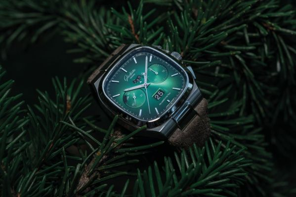 Glashütte Original Seventies Chronograph Panorama Date Special Limited Editions in Green and Grey Dials