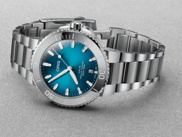 Oris Aquis Date New 39.5mm Model with Oceanic Blue Gradient Dial