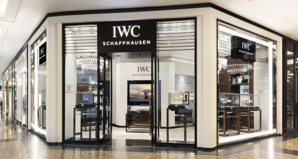 Façade of the new IWC Boutique at The Mall of the Emirates, Dubai. (PPR/IWC)
