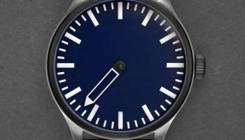 Defakto Eins Inkognito Nightblue single hand automatic watch titanium case night blue dial