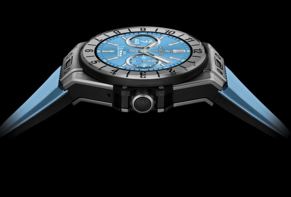 HUBLOT Big Bang ℮ smartwatch blue screen