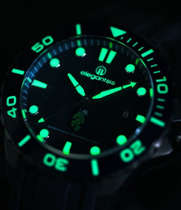 Lume Shot of ELEGANTSIS ROCN-UDU special edition watch