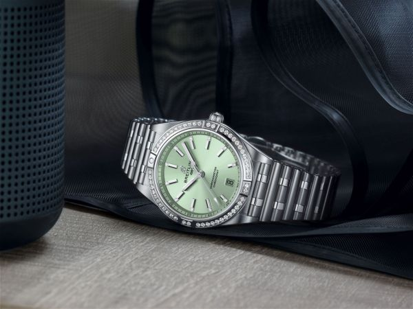 Chronomat Automatic 36 with a pale green dial, diamond hour markers and a diamond-set bezel_Ref. A10380591L1A1