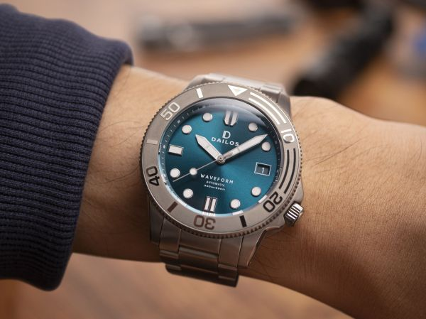 Dailos Waveform Aurora Teal automatic diving watch