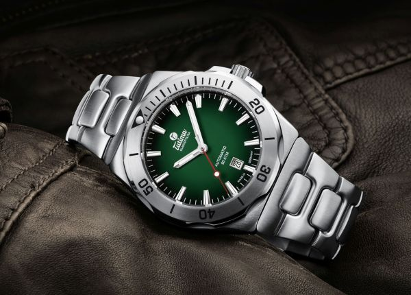 Tutima Glashütte M2 Seven Seas S with green dégradé dial and stainless steel bracelet (reference 6155-06)