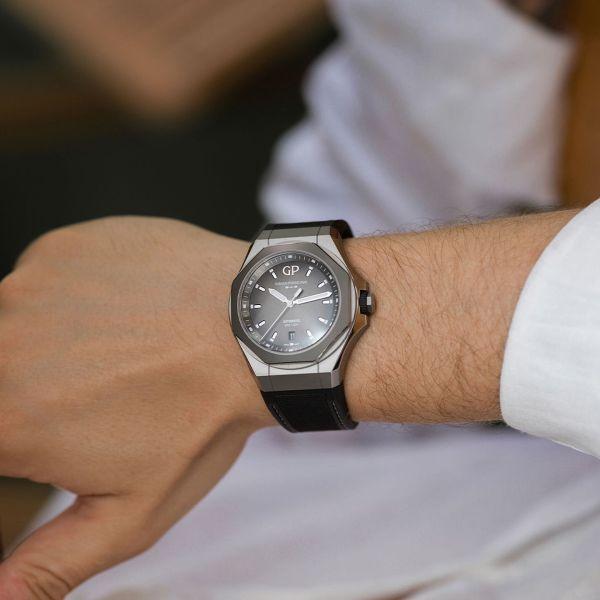Girard-Perregaux Laureato Absolute Ti 230 watch with grey dial
