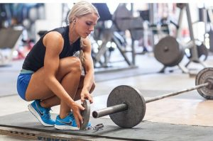 American-female-bench-press-e1427634400507
