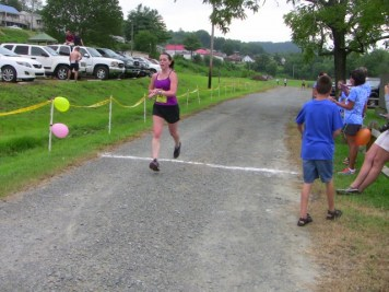 Melissa Peddy finishing last leg