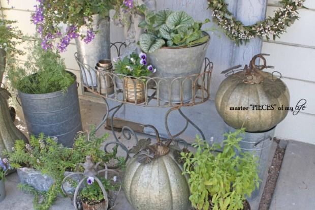 Metal pumkins garden4