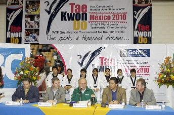 2010-02-23_(b)x_masTaekwondo_Gobernador_visita_a_los_jovenes_mexicanos-02_580