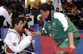 2010-05-11_8003x_Carlos-Navarro-Valdez_Taekwondo-Mexico_01