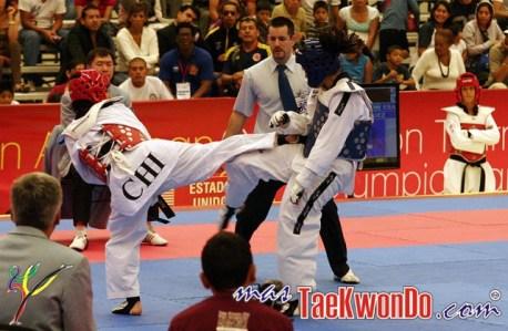 2011-12-07_(34521)x_Taekwondo-Chile_Yeny-Contreras_02