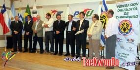 de izquierda Chabén (Emb. Uruguay), Sohn (Emb. de Corea), Mandel (Chile), Torres (Argentina), Leite (Enedif), Lee (Uruguay), Labadie (FUT), Menéndez (COU), Calabria (CUD).