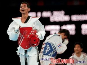 Colombia's Oscar Munoz Oviedo celebrates after winning his men's -58kg bronze medal taekwondo match against Thailand's Pen-Ek Karaket during the London 2012 Olympic Games at the ExCeL arena
