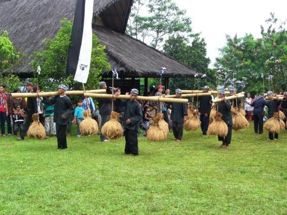 in Alun-alun (village quad)