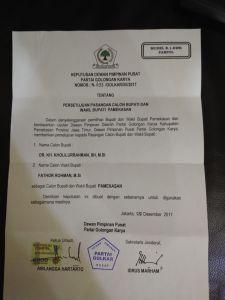 Surat rekom DPP Golkar yang diserahkan kepada DPD PG Pamekasan. Foto for Mata Madura.