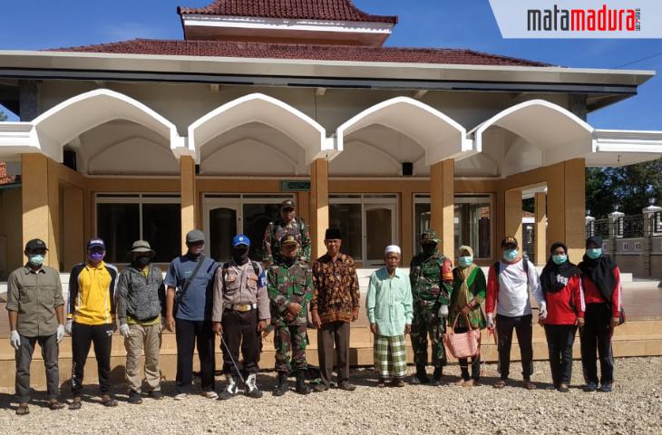 Antisipasi Covid-19, Masjid di Desa Gayam Disemprot Disinfektan