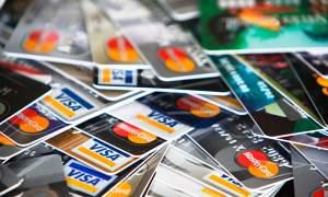 Los pagos mínimos de la tarjeta de crédito están diseñados para mantenerte endeudado