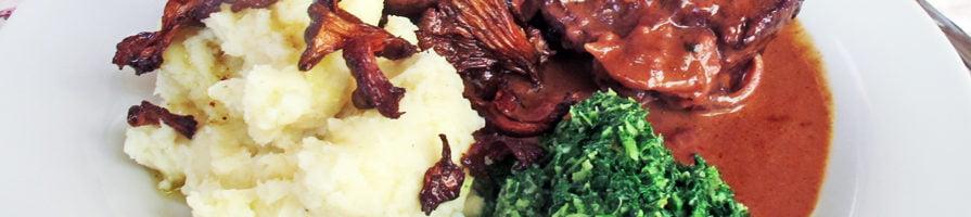 Svinekæber med grønnkål og kantarell