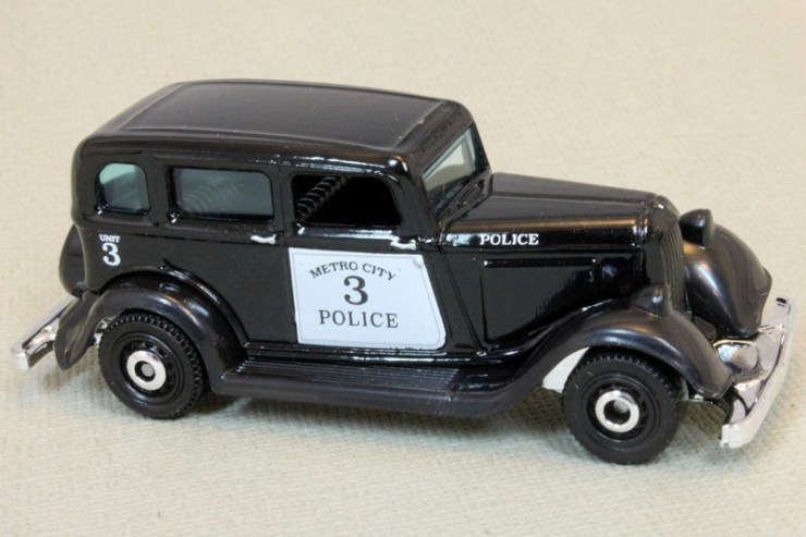 Matchbox MB1087-02 - 1933 Plymouth Sedan