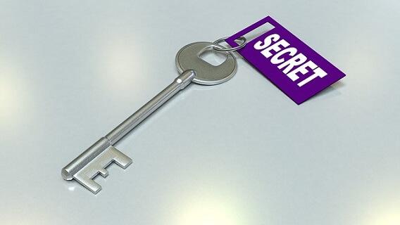 シークレットとなるプライベート情報開示をイメージさせる鍵の画像です。