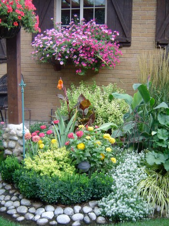 15-flower-bed-ideas-homebnc