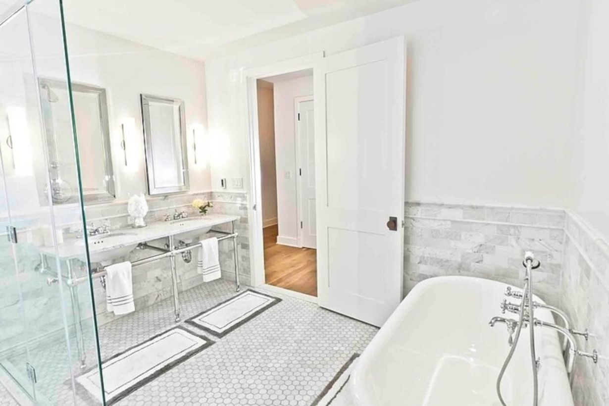 Adorable mosaic marble shower tile for your bathroom 34