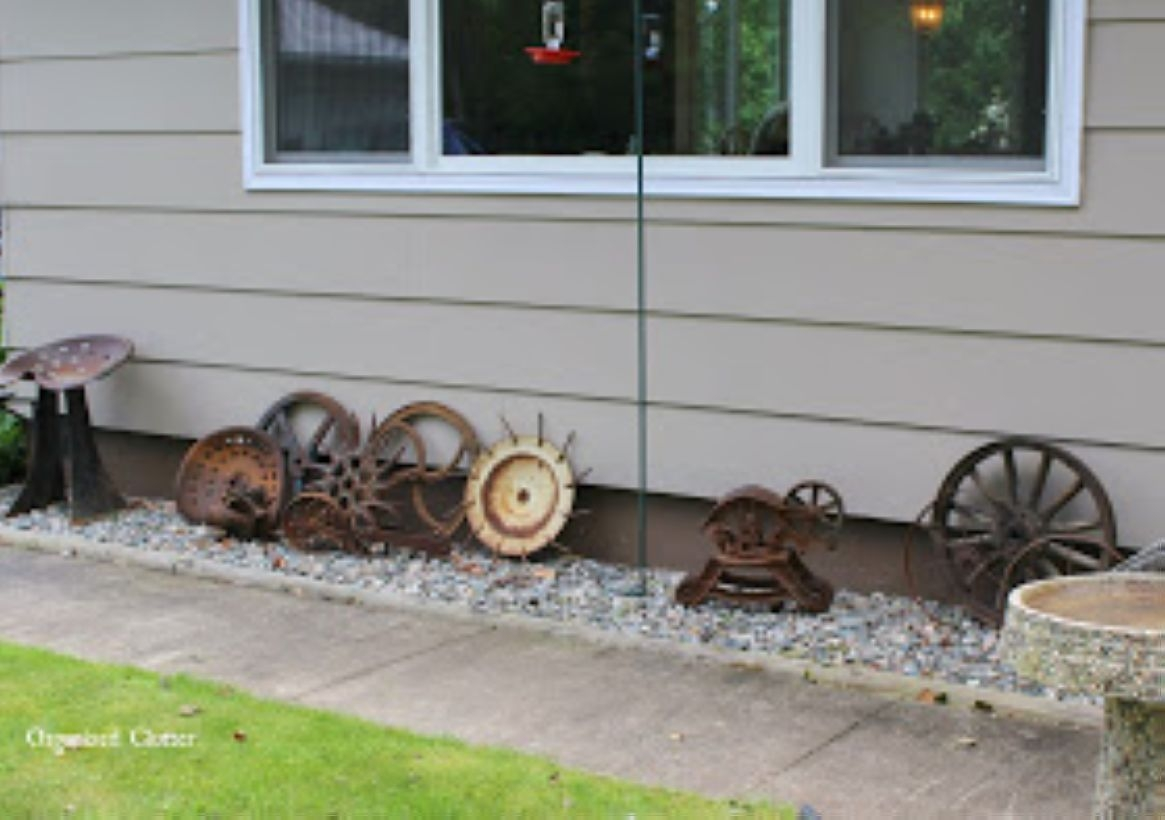 Awesome outdoor junk garden to reuse your old stuff 26