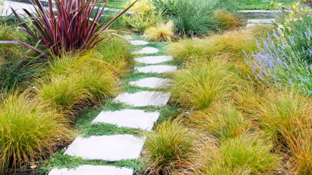Best garden walkway to envy your visitor 19