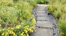 Best garden walkway to envy your visitor 20