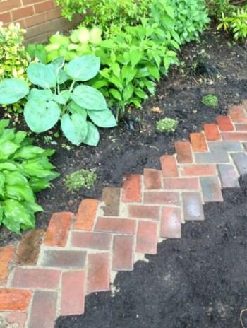Best garden walkway to envy your visitor 33
