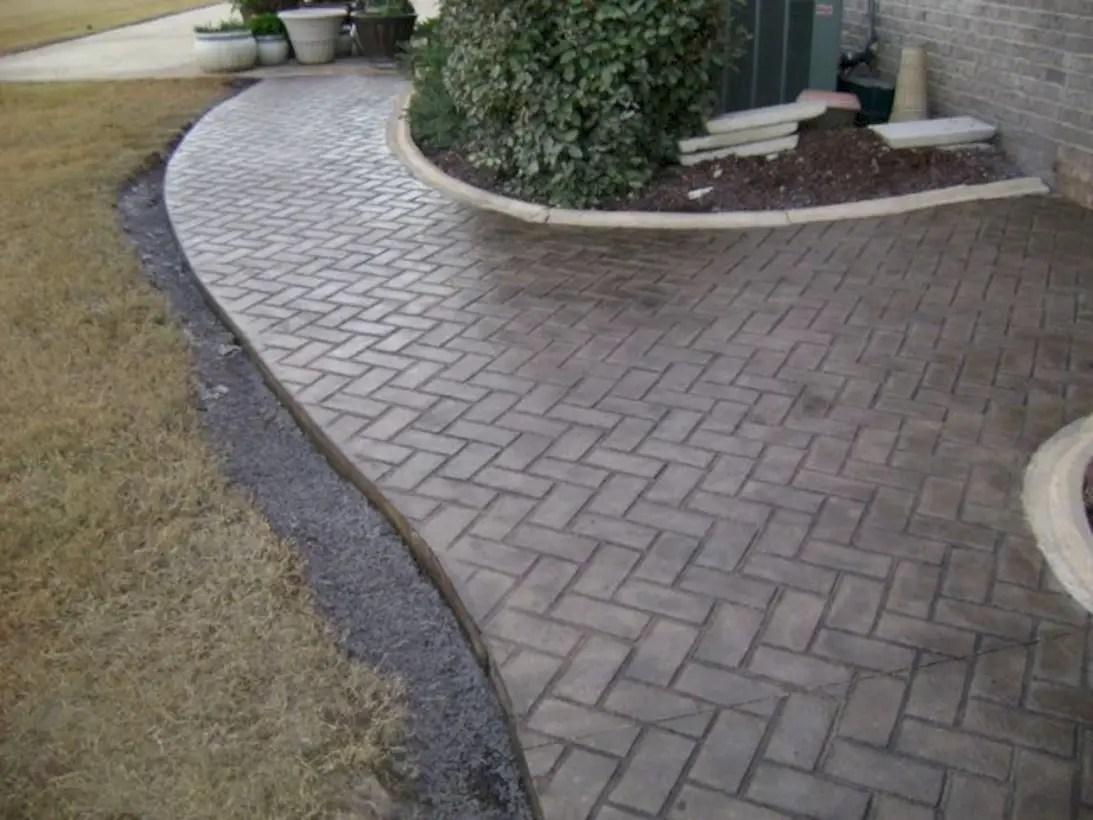 Best garden walkway to envy your visitor 35