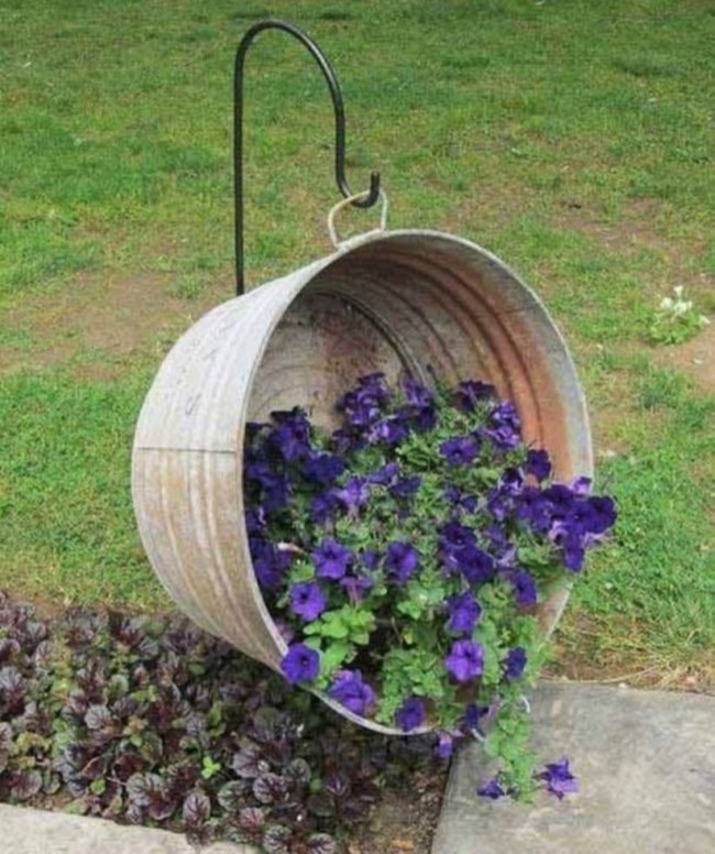 Charming outdoor hanging planters ideas to brighten your yard 33