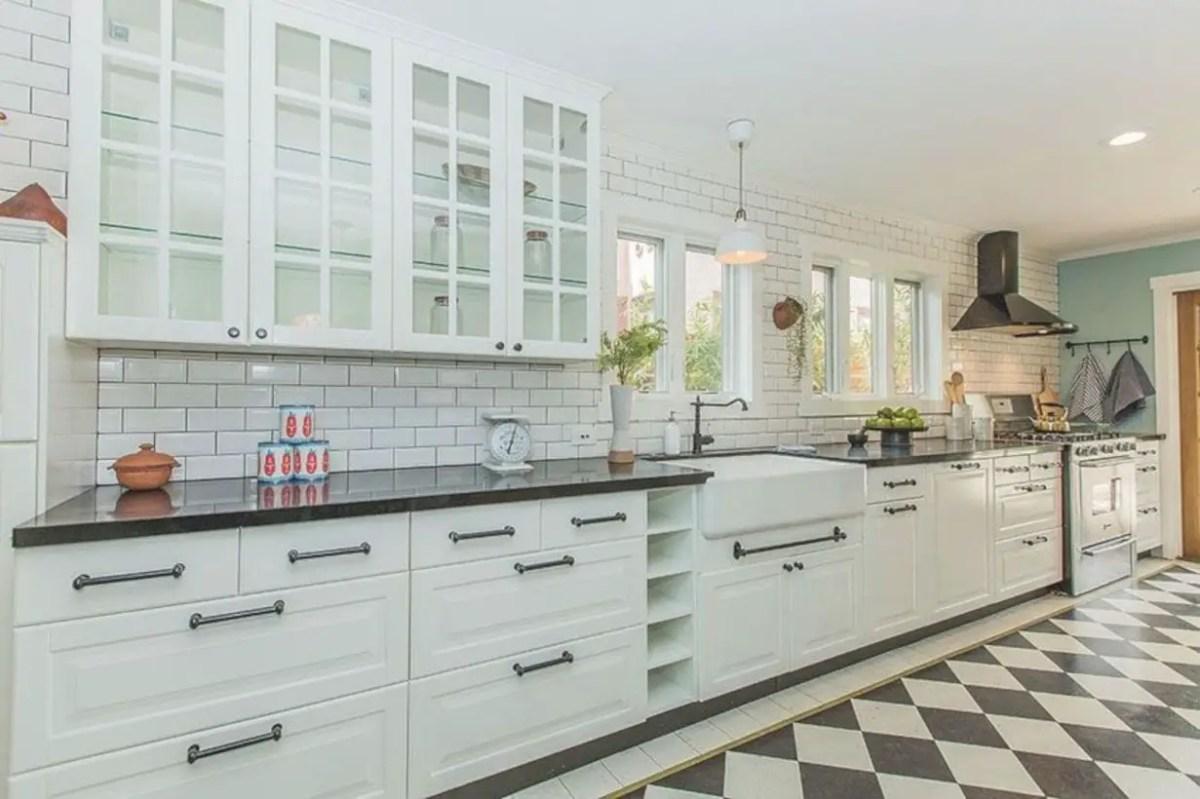 Fabulous small kitchen ideas with farmhouse style 41