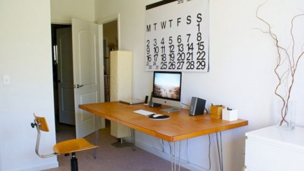 Neat and clean minimalist workspace design ideas for your home 09