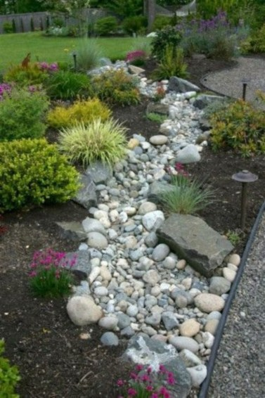 Outdoor garden decor landscaping flower beds ideas 34