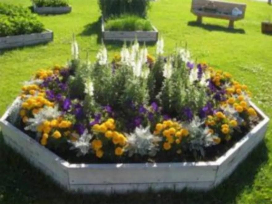 Outdoor garden decor landscaping flower beds ideas 47