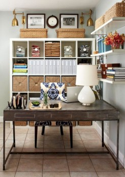 Pieces to create a stylish bookcase instantly 25