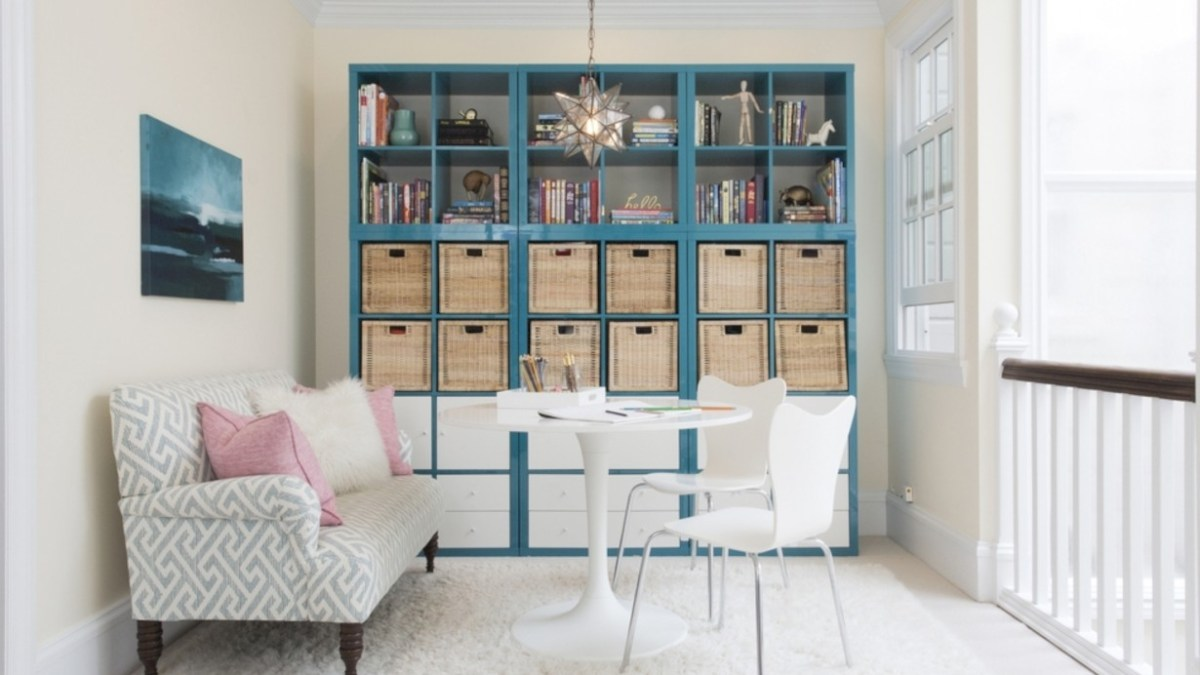 37 Pieces to Create a Stylish Bookcase Instantly
