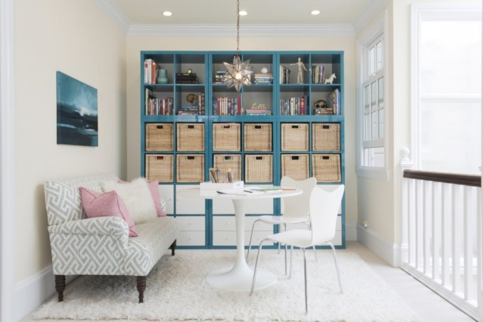 Pieces to create a stylish bookcase instantly 36