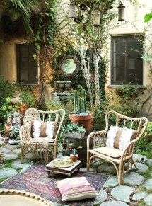 Shabby chic and bohemian garden ideas 38